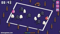 Mini Heads Party: Gameplay Avoiding Ghosts
